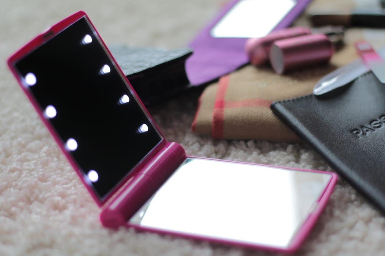 flo travel accessories led mirror atomizer perfume parfume jewelry heartpendant mini brushes nail purse organizer roxi rose blogger blog romania timisoara lifestyle