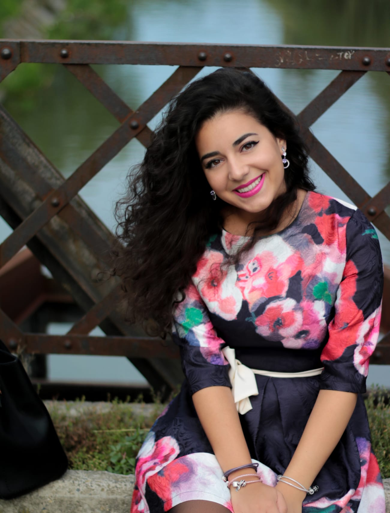 top-fashion-pareri-roxi-rose-timisoara-fashion-blogger-rochia-cu-flori-floral-dress-review-favorite-fashion-item-and-why-clothing-piece smile