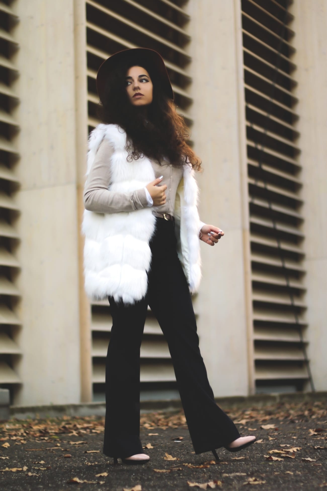 white-faux-fur-gillet-vest-fake-vesta-blana-alba-artificiala-ieftina-cheap-roxi-rose-fashion-blog-romania-timisoara-tendinte-moda-2016