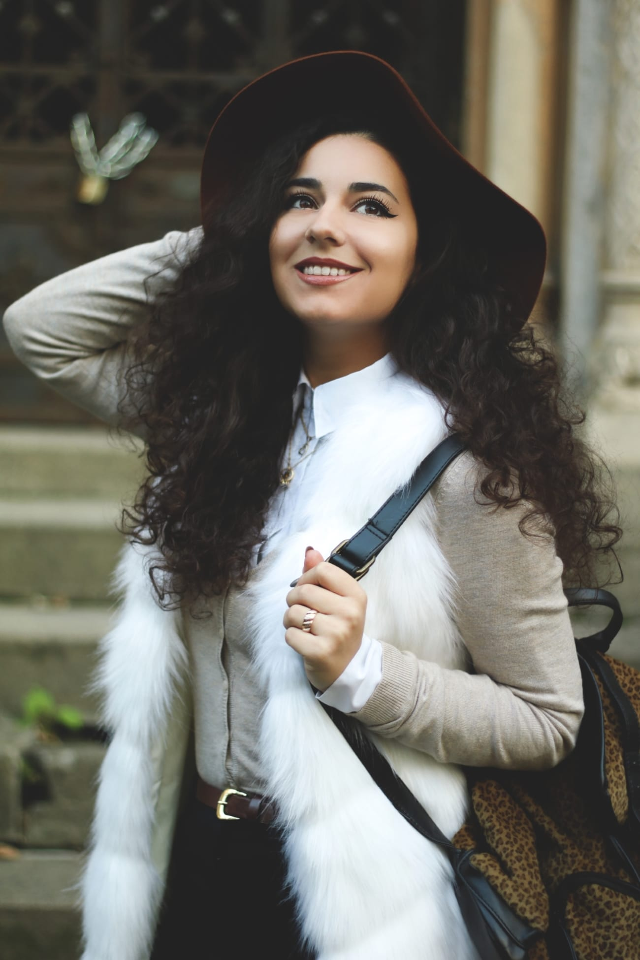 white faux fur gillet vest fake vesta blana alba artificiala ieftina cheap roxi rose fashion blog romania timisoara tendinte moda 2016