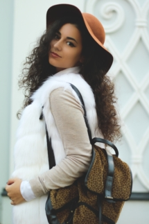 white-faux-fur-gillet-vest-fake-vesta-blana-alba-artificiala-ieftina-cheap-roxi-rose-fashion-blog-romania-timisoara-tendinte-moda-2016