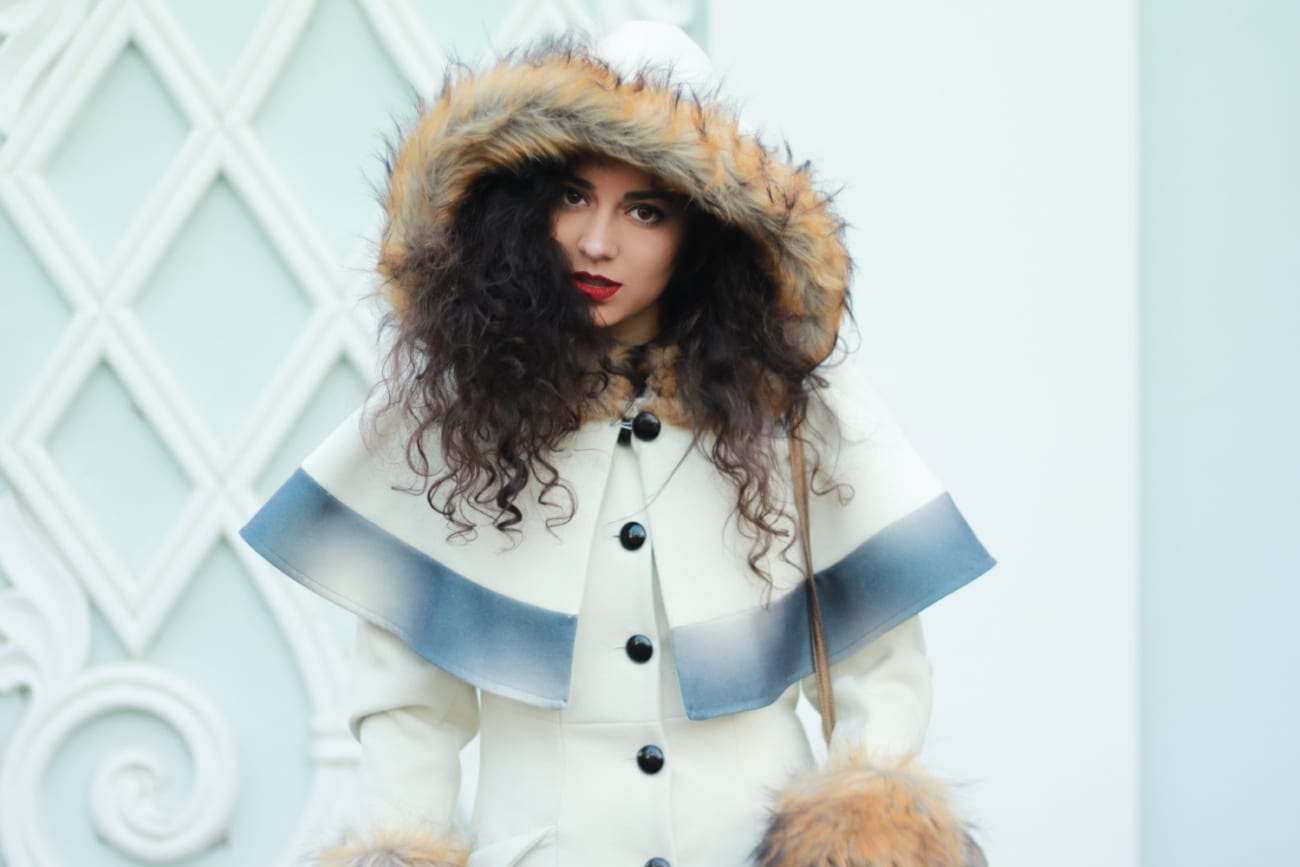 besutiful white coat faux fur hood